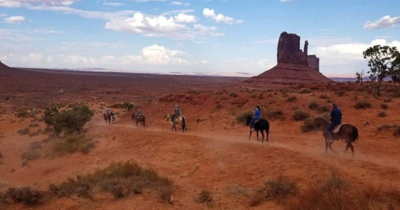 Balade à cheval à Monument Valley